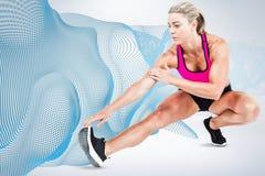 Immagine composita di allungamento dell'atleta femminile Fotografie Stock