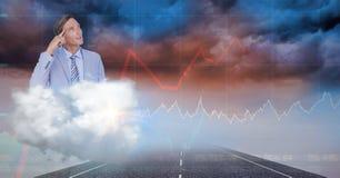 Immagine composita di Digital dell'uomo d'affari che esamina le nuvole di tempesta Immagine Stock