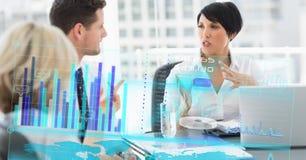 Immagine composita di Digital della gente di affari nella riunione con il grafico sullo schermo su priorità alta Fotografie Stock Libere da Diritti