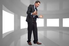 Immagine composita di gesturing sollecitato dell'uomo d'affari Immagine Stock