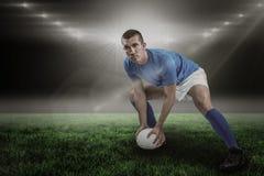 Immagine composita di gioco sicuro del giocatore di rugby e di 3d Fotografie Stock
