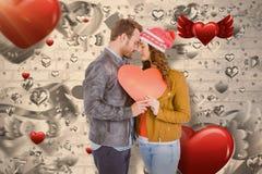 Immagine composita di giovane carta romantica 3d di forma del cuore della tenuta delle coppie Fotografie Stock Libere da Diritti
