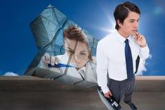 Immagine composita di giovane commerciante con il suoi rivestimento e valigia Fotografie Stock Libere da Diritti