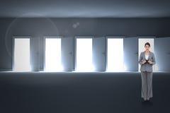 Immagine composita di giovane donna di affari con il binocolo Immagini Stock