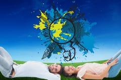 Immagine composita di giovani coppie attraenti che sorridono alla macchina fotografica Fotografia Stock