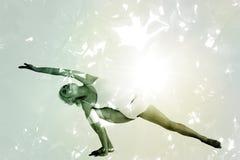 Immagine composita di integrale di un'yoga di pratica della giovane donna sportiva Immagine Stock Libera da Diritti