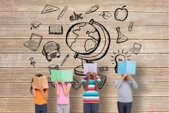 Immagine composita di lettura elementare degli allievi Fotografie Stock Libere da Diritti