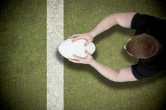 Immagine composita di un giocatore di rugby che segna una prova Immagini Stock