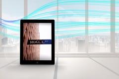 Immagine composita di Wall Street sullo schermo della compressa Fotografia Stock Libera da Diritti