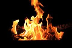 Immagine con la fiamma rossa sui precedenti neri Immagini Stock Libere da Diritti