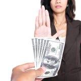 Immagine concettuale dei soldi di elasticità della mano per corruzione Fotografia Stock Libera da Diritti