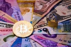 Immagine concettuale del bitcoin internazionale di valuta di internazionalismo e di sicurezza del bitcoin Bitcoin fisico della mo Fotografia Stock