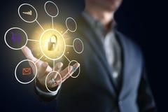 Immagine concettuale dell'uomo di affari con collegamento sociale, affare online di tecnologia di rete fotografia stock libera da diritti