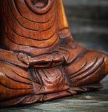 Immagine concettuale di meditazione con il fuoco sulle mani di Buddhas Fotografia Stock Libera da Diritti