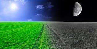 Immagine concettuale di notte e di giorno. immagine stock
