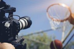 Immagine confusa della fucilazione di film o del gruppo video delle troupe cinematografica e di produzione fotografia stock