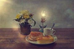 Immagine d'annata dei fiori e degli alimenti Fotografie Stock