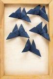 Immagine d'annata delle farfalle blu scuro di origami Fotografia Stock