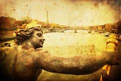 Immagine d'annata di stile di una scultura su un ponte a Parigi immagini stock libere da diritti