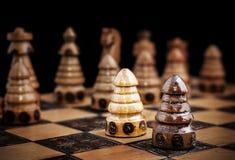 Immagine degli scacchi, una contro tutto il concetto Immagine Stock Libera da Diritti