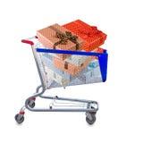 immagine dei contenitori di regalo in un carretto su un fondo bianco Immagine Stock