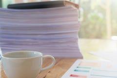 Immagine dei documenti di affari sul posto di lavoro Immagini Stock Libere da Diritti
