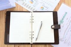 Immagine dei documenti di affari sul posto di lavoro, ufficio Fotografia Stock
