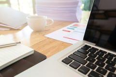 Immagine dei documenti di affari sul posto di lavoro, ufficio Immagine Stock Libera da Diritti