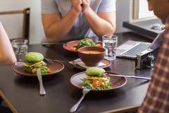 Immagine dei piatti del vegano immagini stock