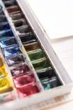 Immagine dei secchi e delle spazzole della pittura isolati Fotografia Stock