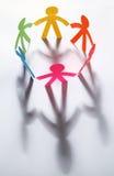 Immagine del cerchio della comunità fatta di ritaglio di carta Fotografia Stock