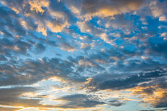 Immagine del cielo nuvoloso drammatico per fondo Fotografie Stock