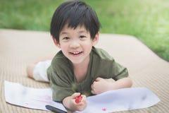 Immagine del disegno del bambino con il pastello Fotografia Stock Libera da Diritti
