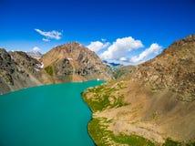 Immagine del fuco dal lago mountain fotografia stock