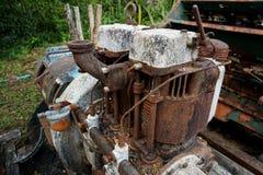Immagine del grano: Chiuda su di vecchio prefabbricato a macchina dell'acciaio ed utilizzato nella macchina tagliata e rustica pa Fotografia Stock Libera da Diritti