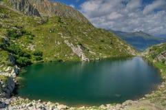 Immagine del lago HDR dell'alta montagna Fotografia Stock