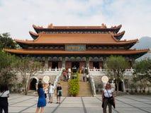 Immagine del monastero di Po Lin e dei suoi dintorni vicino alla statua di Tian Tan Buddha immagini stock
