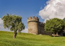 Immagine del paesaggio del castello Montebello durante il giorno fotografia stock libera da diritti