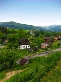 Immagine del paesaggio da una collina su Carpathia fotografia stock