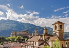 Immagine del paesaggio di Castelgrande sopra la citt? di Bellinzona fotografia stock