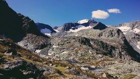 Immagine del pendio di montagna rocciosa sul film Fotografia Stock