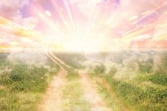 Immagine del percorso astratto a cielo o al cielo vedere il concetto o il modo leggero a libertà illustrazione di stock