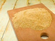 Immagine del primo piano dei grani della quinoa fotografie stock libere da diritti