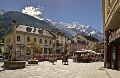 Immagine del quadrato in città Chamonix-Mont-Blanc Immagine Stock Libera da Diritti