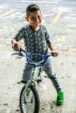 Immagine del ragazzo del bambino nella città di Puyo nell'Ecuador Immagini Stock