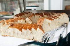 Immagine dell'affettato di?? parti del pane nel breadbox fotografia stock