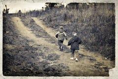 Immagine dell'annata con i bambini correnti Fotografia Stock Libera da Diritti
