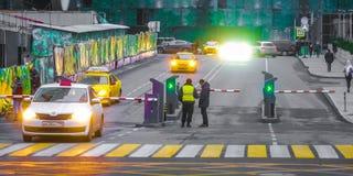 Immagine dell'entrata al parcheggio nella città di Mosca del centro di affari fotografia stock libera da diritti