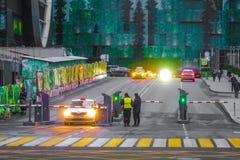 Immagine dell'entrata al parcheggio nella città di Mosca del centro di affari immagine stock