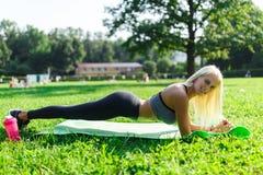 Immagine della donna dell'atleta che si esercita Fotografie Stock